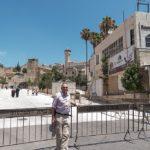 Hebron: Der Autor vor der Abraham-Moschee