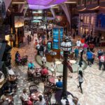 Allure of the Seas: Royal Promenade auf Deck 5