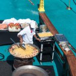 Paella auf dem Pool-Deck