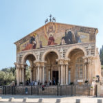 Kirche der Nationen am Ölberg, links der Garten Getsemani