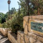 Stra?enschild in West-Jeruslam. Ein Zitat Golda Meirs ?ber die israelische Black-Panther-Bewegung