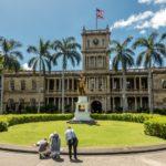 Oahu, Honolulu, Aliiolani Hale, Statue von K?nig Kamehameha