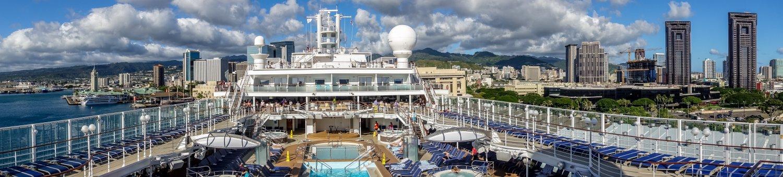 Oahu, Honolulu, NCL Pride of America, über dem Pooldeck