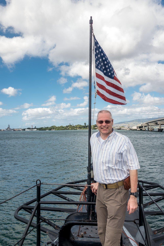 Der Autor auf dem Heck der USS Bowfin