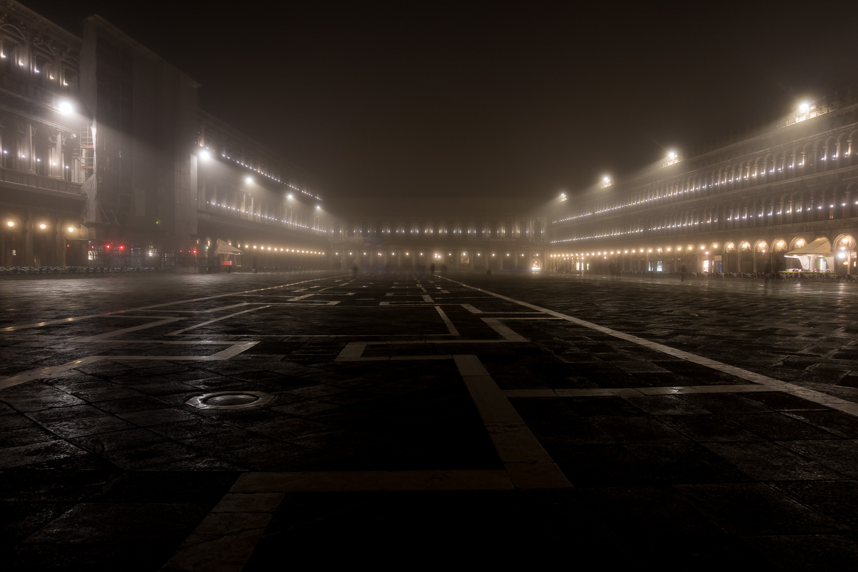 Piazza San Marco im Nebel