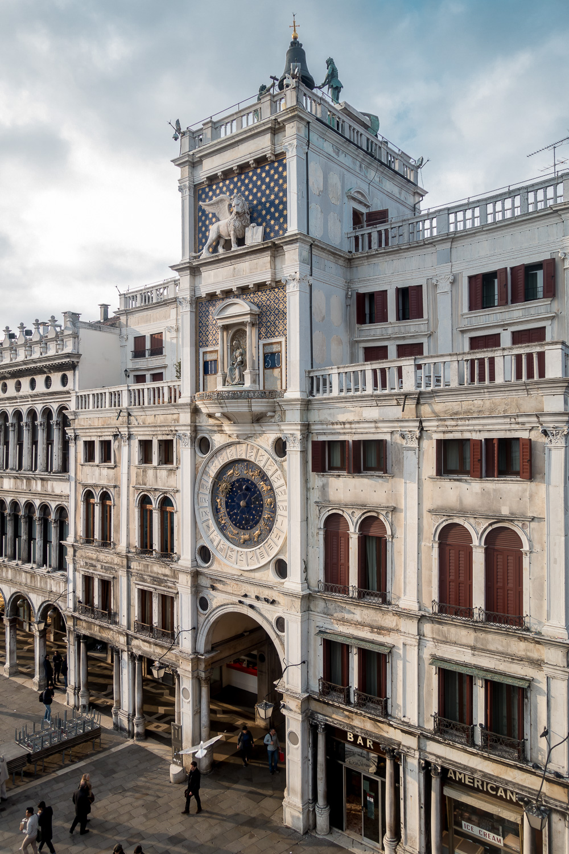 Uhrturm an der Piazza San Marco