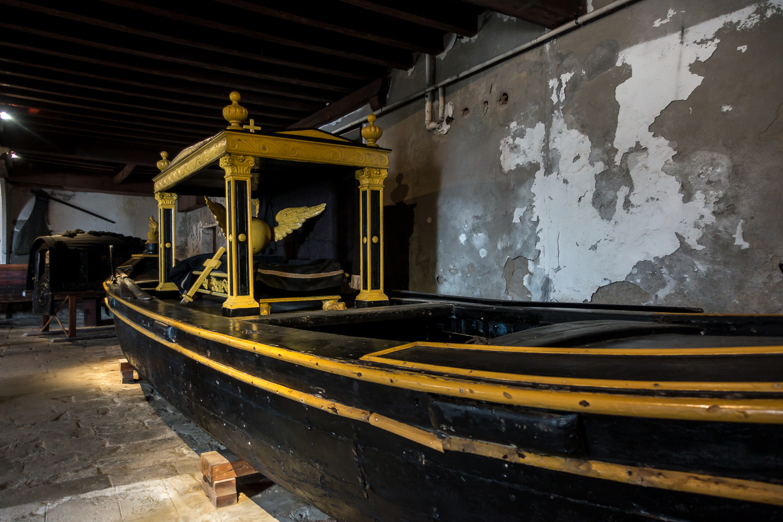 Begräbnisgondel (Teil des Marinemuseums in Castello)