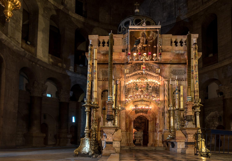 Das Heilige Grab in der Nacht in der Grabeskirche