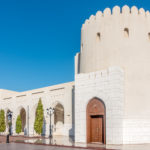Vor dem Al-Alam-Palast in Alt-Mascat