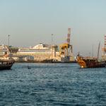 Dhaus des Sultans Qaboos im Hafen von Matrah
