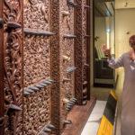F?hrer im Nationalmuseum Mascat