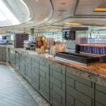 Coral Princess: Getr?nkestation im Horizon Court Buffet-Restaurant: Wasser, Eis, geeister Tee, Teebeutel, hei? Wasser, Kaffee, Limonade