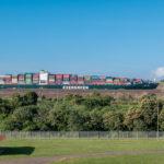 Panamakanal: Containerschiff in der neuen Schleuse