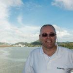 Panamakanal: Der Autor zwischen der Miraflores-Schleuse und der Pedro-Miguel-Schleuse