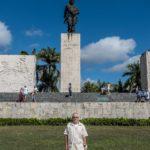 Santa Clara - Der Autor vor dem Che Guevara-Mausoleum