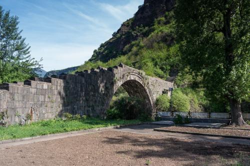Brücke aus dem 12. Jahrhundert in Alaverdi