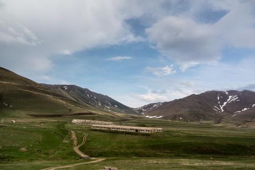 Aufgelassene Kolchose im Gebirge