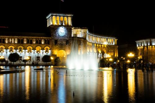 Wasserspiele am 1. Mai in Jerewan, Platz der Republik