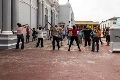 Santiago de Cuba - Gymnastik neben der Kathedrale