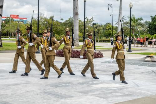 Santiago de Cuba - Friedhof Santa Ifigenia - Wachwechsel