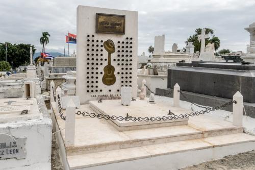 Santiago de Cuba - Friedhof Santa Ifigenia - Grab von Compay Segundo (Buenavista Social Club)