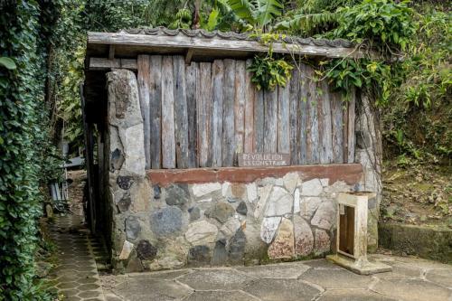 "Jardín Botánico Gran Piedra - ""Revolution ist Bauen"""
