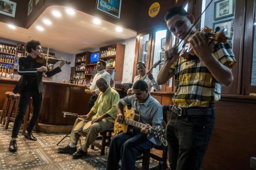 """Santiago de Cuba - Gruppe """"Son Cristal"""" in der Bodeguita del Medio"""
