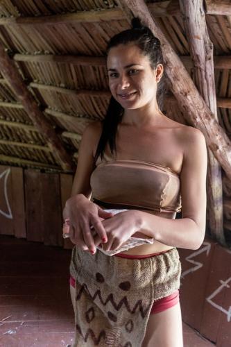 Laguna del Tesoro - Medizinfrau im nachgebauten Taino-Dorf