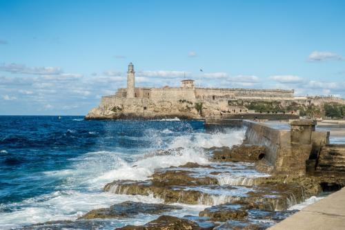 Havanna - Hafeneinfahrt und Castillo de los Tres Reyes del Morro