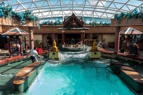 Jewel of the Seas: Solarium-Pool mit Wellen...