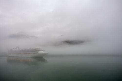 "Die ""Golden Princess"" im Morgennebel in Skagway"