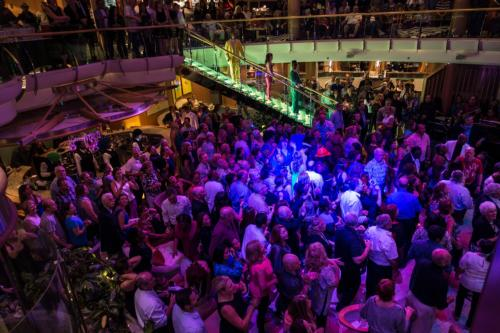 70iger-Party im Centrum der Jewel of the Seas