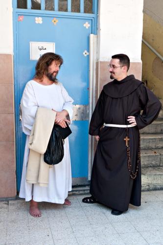 """""""Jesus"""" und sein """"Bodenpersonal"""" (bei der Freitagsprozession der Franziskaner)"""