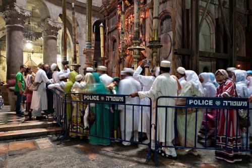 Pilger aus Bangladesh vor dem Heiligen Grab