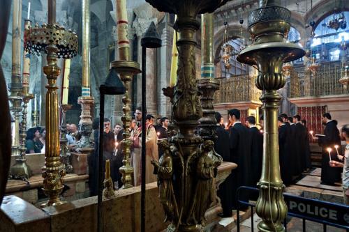 Armenischer Gottesdienst vor dem Heiligen Grab