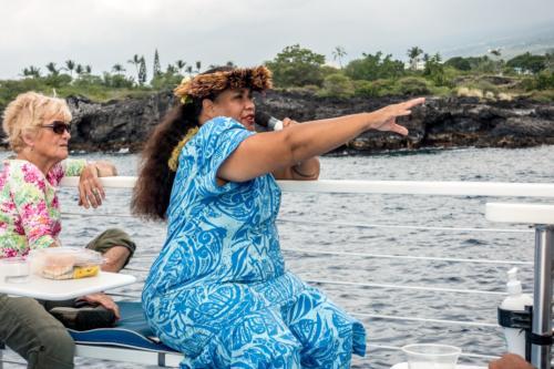 Big Island, Reiseführerin auf dem Katamaran
