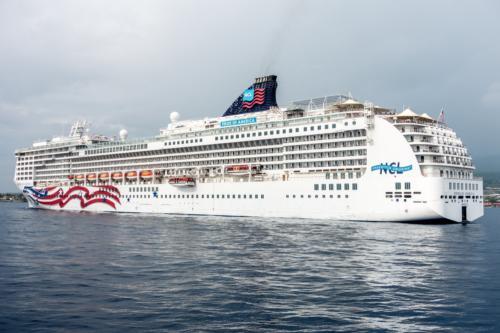 NCL Pride of America im Hafen von Kona