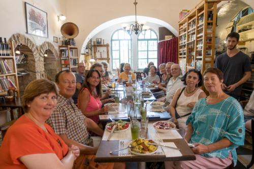 Jerusalem - Die Gruppe im Restaurant Tmol Shilshom