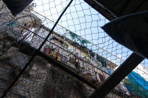 Hebron: Siedler-Wohncontainer über dem arabischen Basar