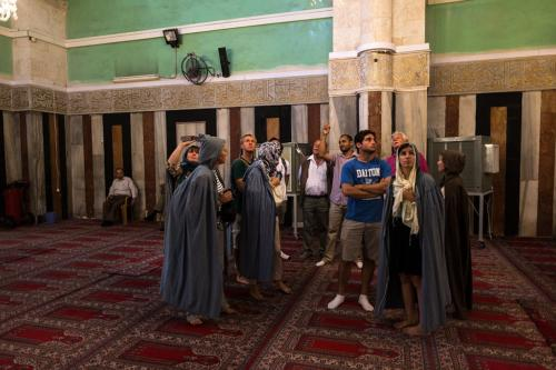 Hebron: Abraham-Moschee, Reisegruppe mit Führer Amer