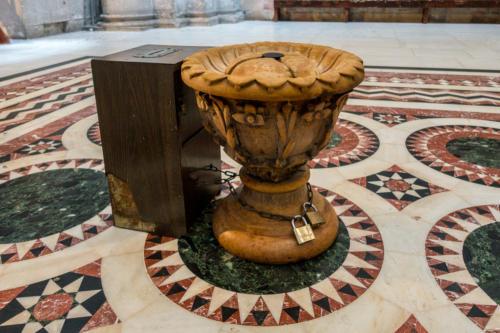 Omphalos, der Nabel der Welt in der Grabeskirche