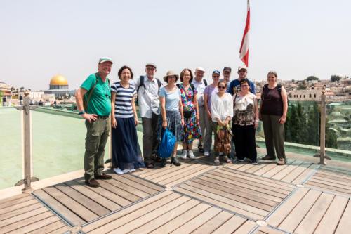 Unsere Reisegruppe auf dem Dach des Österreichischen Hospizes, Felsendom links