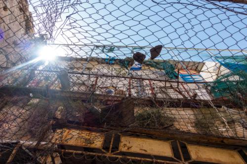 Hebron, Siedlerwohncontainer über dem Markt