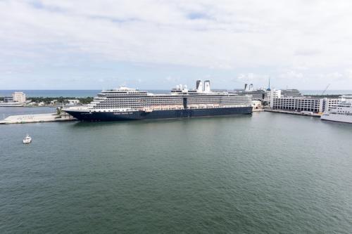 """Fort Lauderdale, diverse Kreuzfahrtschiffe. Im Vordergrund die """"Nieuw Amsterdam"""""""
