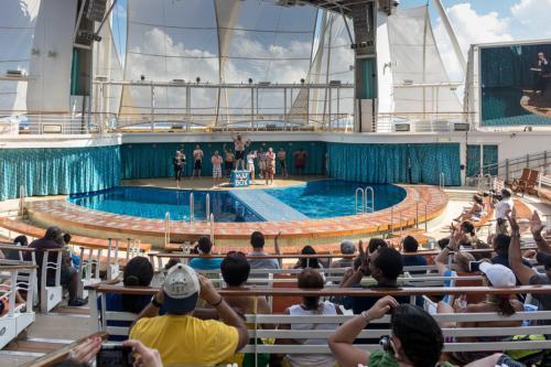 Allure of the Seas: Der Gewinner im Bauchplatscherwettbewerb