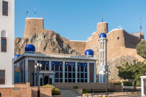Moschee Al-Khor vor der Festung Al-Mirani in Alt-Mascat