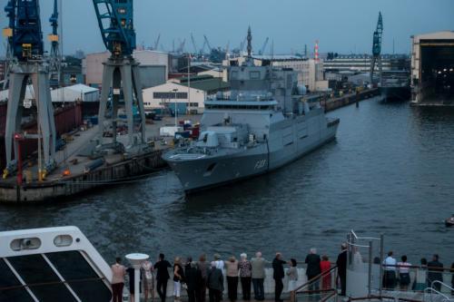 """Hamburg - Fregatte F223 """"Nordrhein-Westfalen"""" am Ausrüstungskai"""