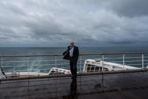 QM2 - Der Autor über dem Achterschiff