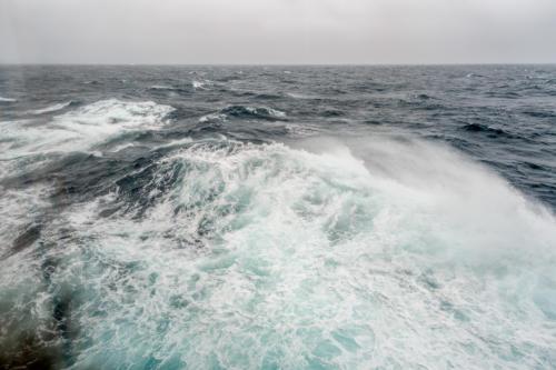QM2 - Raue See und Windstärke 9
