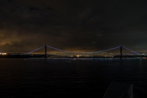 QM2 - Vor der Verrazano-Narrows-Brücke, New York